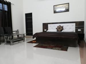 C.R. DELUX HOMESTAY WITH FREE PARKING AND WIFI