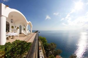 Positano Villa Sleeps 12 Pool Air Con WiFi - AbcAlberghi.com