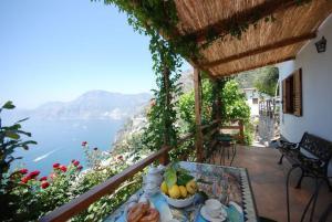 Praiano Villa Sleeps 2 Air Con WiFi - AbcAlberghi.com