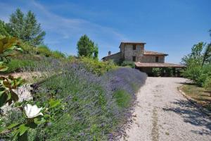 obrázek - Todi Villa Sleeps 12 Pool Air Con WiFi