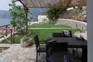 Praiano Villa Sleeps 6 Air Con WiFi - AbcAlberghi.com