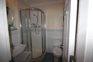 2 Harbour Heights, Clifden, Apartmanok  Clifden - big - 38