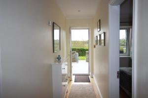 2 Harbour Heights, Clifden, Apartmanok  Clifden - big - 36