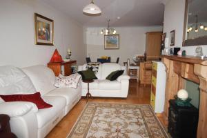 2 Harbour Heights, Clifden, Apartmanok  Clifden - big - 25