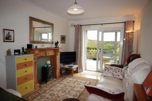 2 Harbour Heights, Clifden, Apartmanok  Clifden - big - 27
