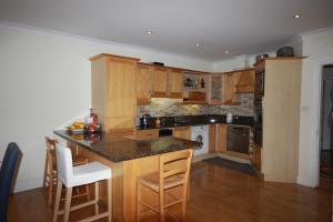 2 Harbour Heights, Clifden, Apartmanok  Clifden - big - 28