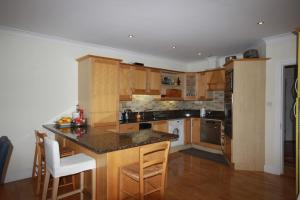 2 Harbour Heights, Clifden, Апартаменты  Клифден - big - 21