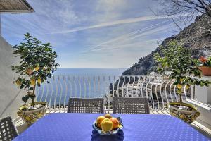 Positano Villa Sleeps 7 Air Con WiFi - AbcAlberghi.com