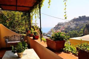 Positano Villa Sleeps 6 Air Con WiFi - AbcAlberghi.com