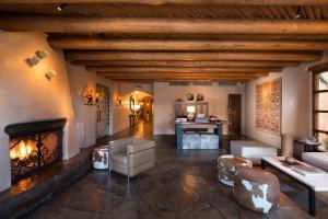 Rosewood Inn of the Anasazi (5 of 32)