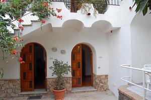 Ischia Villa Sleeps 6 Air Con - AbcAlberghi.com