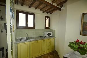 Siena Apartment Sleeps 4 - AbcAlberghi.com