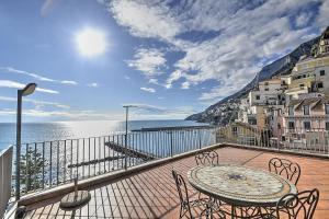 Amalfi Apartment Sleeps 6 Air Con - AbcAlberghi.com