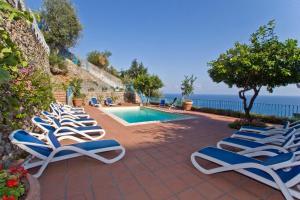 Tovere (San Pietro) Villa Sleeps 12 Pool Air Con - AbcAlberghi.com