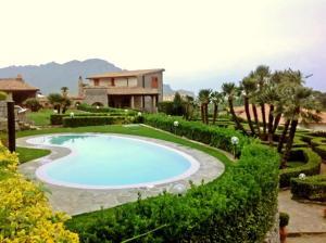 Pontone Villa Sleeps 10 Pool Air Con WiFi - AbcAlberghi.com