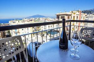 Sorrento Apartment Sleeps 7 Air Con WiFi - AbcAlberghi.com