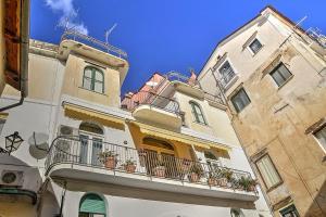 Amalfi Villa Sleeps 5 Air Con WiFi - AbcAlberghi.com