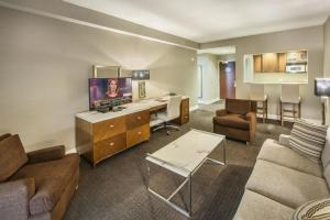 DoubleTree by Hilton Nanuet, Отели  Нанует - big - 33