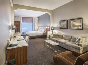 DoubleTree by Hilton Nanuet, Отели  Нанует - big - 35