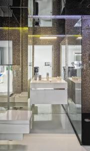 Mirror Apartment