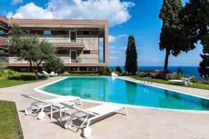 Taormina Villa Sleeps 2 Pool WiFi - AbcAlberghi.com