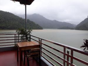 Son Lam guesthouse Ba Be lake view