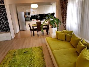 Seasons Apartment, Apartmány  Brašov - big - 5