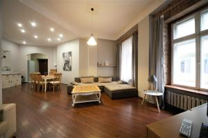 4 Bedroom Old town apartment