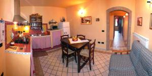 Apartment with one bedroom, kitchen, bathroom. Garden and shared pool