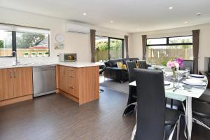 Carruthers Villa - Christchurch Holiday Homes - Hotel - Christchurch