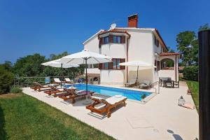 Porec Villa Sleeps 10 Pool Air Con WiFi - Ladrovići