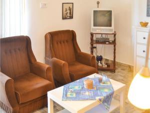 Holiday home Fenyvesi u-Balatonfenyves, Holiday homes  Balatonfenyves - big - 6