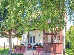Holiday home Keszeg u-Balatonmariafürdö, Holiday homes  Balatonkeresztúr - big - 1