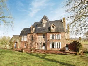 Six-Bedroom Holiday Home in Gournau en Bray - Fleury-la-Forêt