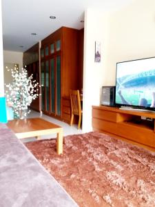 Maenam 1Bed Condo with Kitchen Large pool and Gym