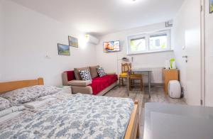 Newly renovated Studio with Air Conditioner & FREE Parking