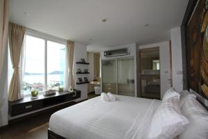 The Bay Cliff Suite, Apartmanok  Patong-part - big - 11