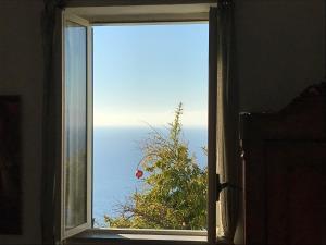 Intera casa con vista mare - AbcAlberghi.com