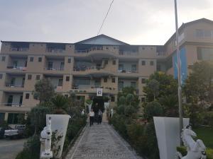 Kuqja Hotel - Tregani