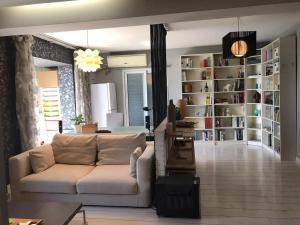 Meet-The-Hill Apartment