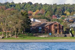 Cascades Lakefront Motel