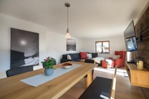 Ferienwohnungen Alpentraum - Roses Landhaus - Berg