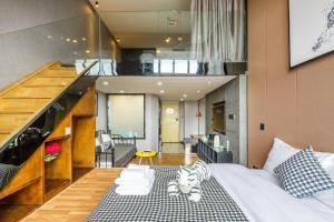 Lavendar Duplex Apartment, Apartments  Guangzhou - big - 48