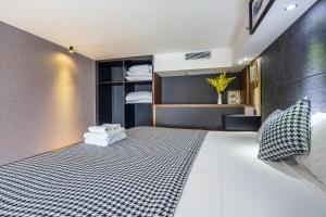 Lavendar Duplex Apartment, Apartments  Guangzhou - big - 51