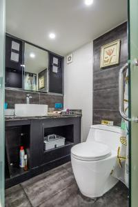 Lavendar Duplex Apartment, Apartments  Guangzhou - big - 54