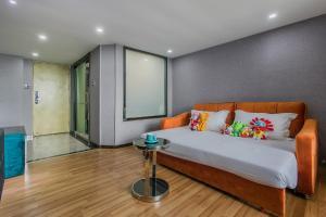 Lavendar Duplex Apartment, Apartments  Guangzhou - big - 66