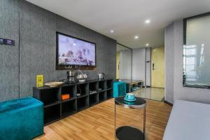 Lavendar Duplex Apartment, Apartments  Guangzhou - big - 23