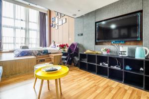 Lavendar Duplex Apartment, Apartments  Guangzhou - big - 81