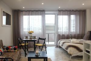 Sunny City Center Apartment