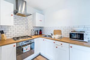 Stylish garden apartment Nr High Street Kensington, Ferienwohnungen  London - big - 39